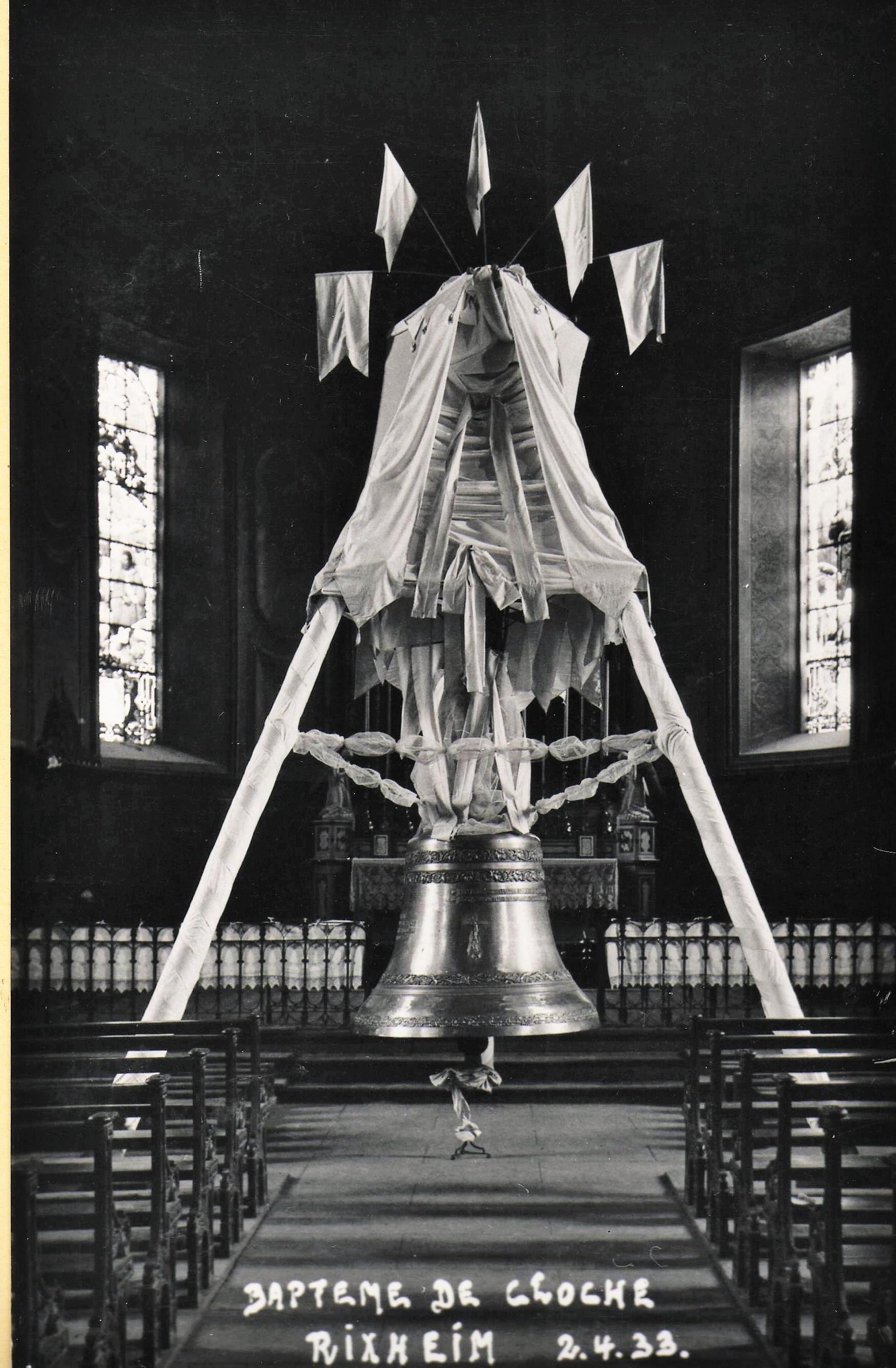 La bénédiciton de la nouvelle clcohe du Rosaire a lieu le dimanche 2 avril 1933.