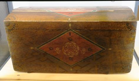 Un coffre de mariage, alsacien du XVIII siècle, en bois polychrome