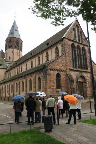 Devant l'église Saint-Georges