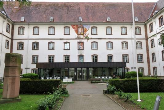 A l'emplacement du château impérial s'élève aujourd'hui une maison de retraite. Elle est installée dans ces bâtiments construites au XVIII siècle pour accueillir un Collège Jésuite. Après l'expulsion de cet ordre par Louis XV, les bâtiments servirent de casernement.