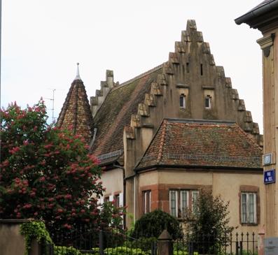 L'Hôtel Fleckenstein, la plus vieille maison de Haguenau, datée de 1544.