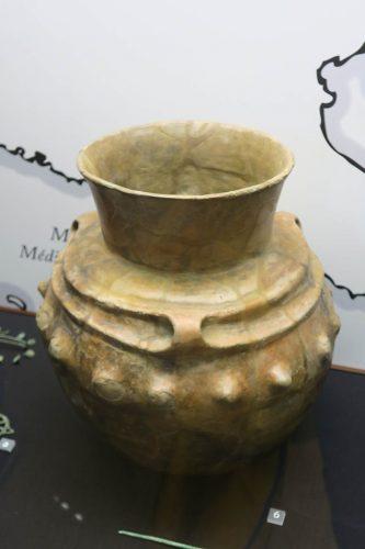 Une cruche à mamelons trouvée à Kirchlach, datée du bronze final (1350-750 av J-C)