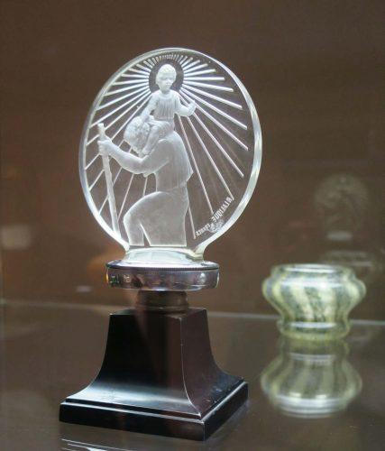 Un bouchon de radiateur automobile de René Lalique.