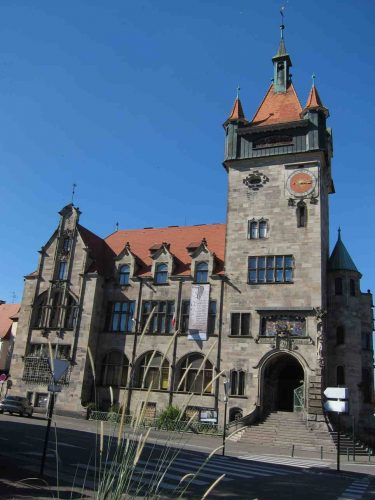 Le Musée avec son imposante tour.
